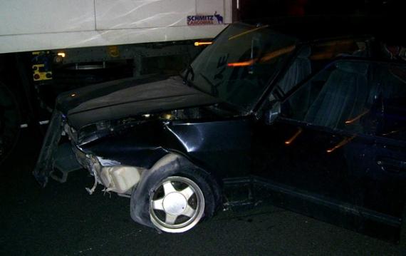 Otomobil yoldan çıktı: 1 yaralı!