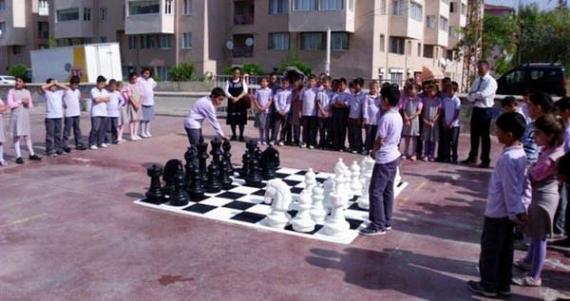 Belediye'den okullara bahçe satrancı!