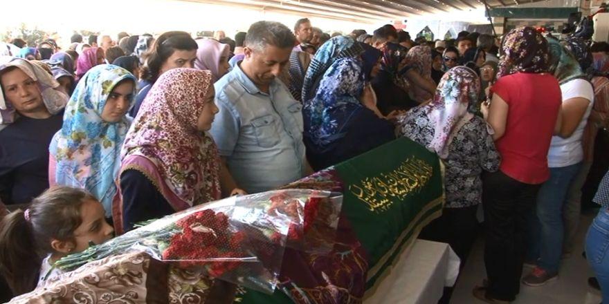 Anneler Günü'nde kahreden cenaze töreni