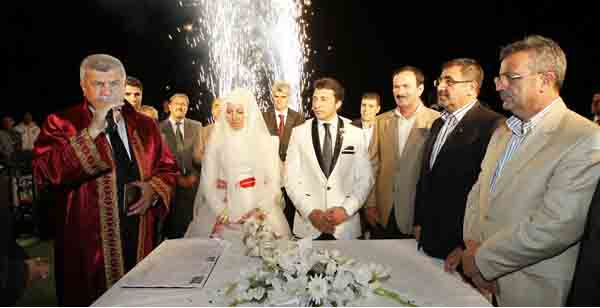 AKP'liler bu düğünde buluştu!