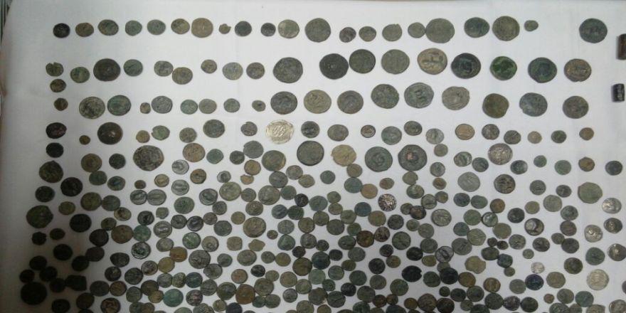 Taksideki Müşterinin Poşetinden Ele Geçirildi: Bizans Ve Roma Dönemlerine Ait