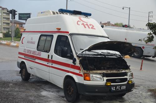 Hasta taşıyan ambulans yandı!