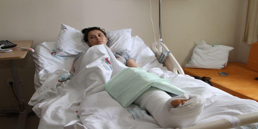 Cezaevi Firarisi, Eşine Döner Bıçağıyla Saldırdı