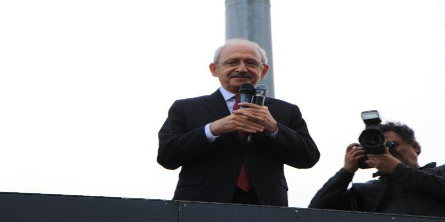 Kılıçdaroğlu, Beşiktaş'taki 19 Mayıs Kutlamalarına Katıldı