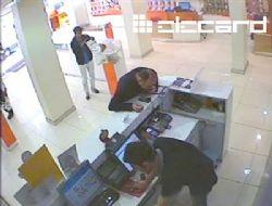 Telefon hırsızları kameralara takıldı!