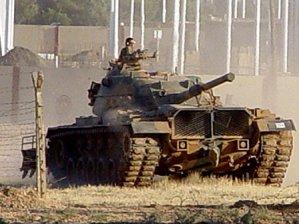 Suriye tankları Türkiye'ye yaklaştı!