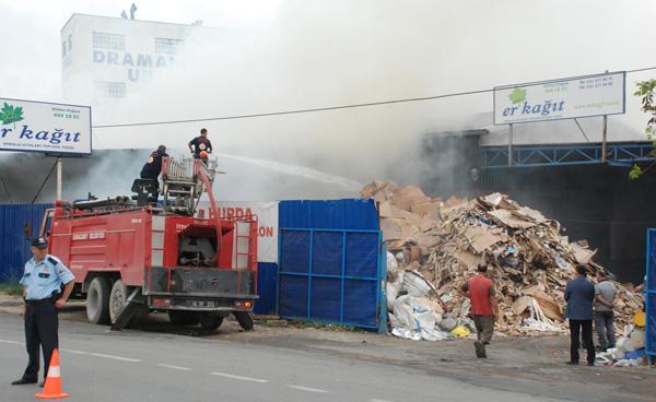 Geri dönüşüm tesisi yandı!
