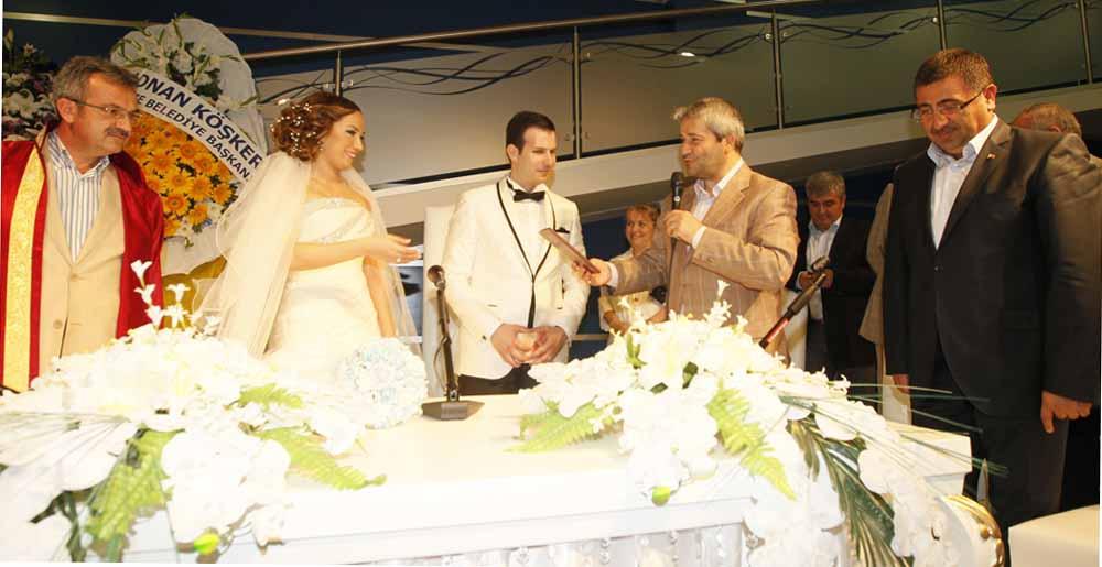 Bakan Ergün nikah şahidi oldu!