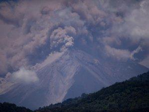 Ateş volkanı faaliyete geçti!