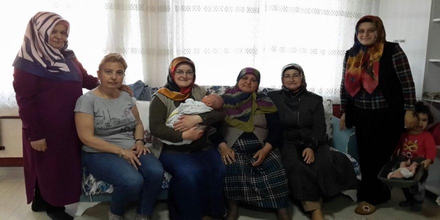 Gaziler Mahallesi Ak Parti Kadın Kolları'ndan Töngel Ailesine Ziyaret