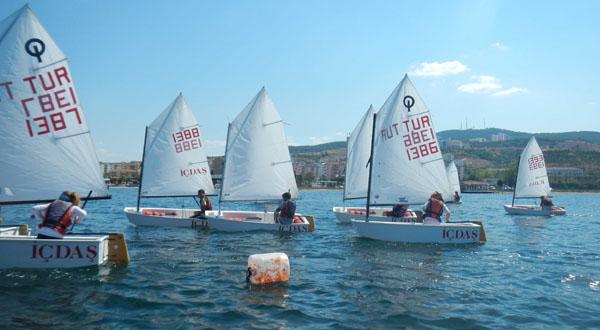 Yelkenler Boğaz'da süzülüyor!