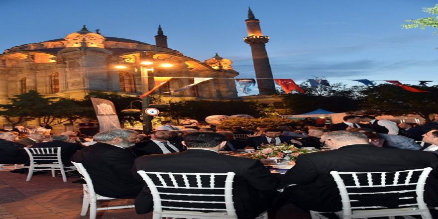 Ortaköy Meydanı'nda İlk İftarlar Açıldı