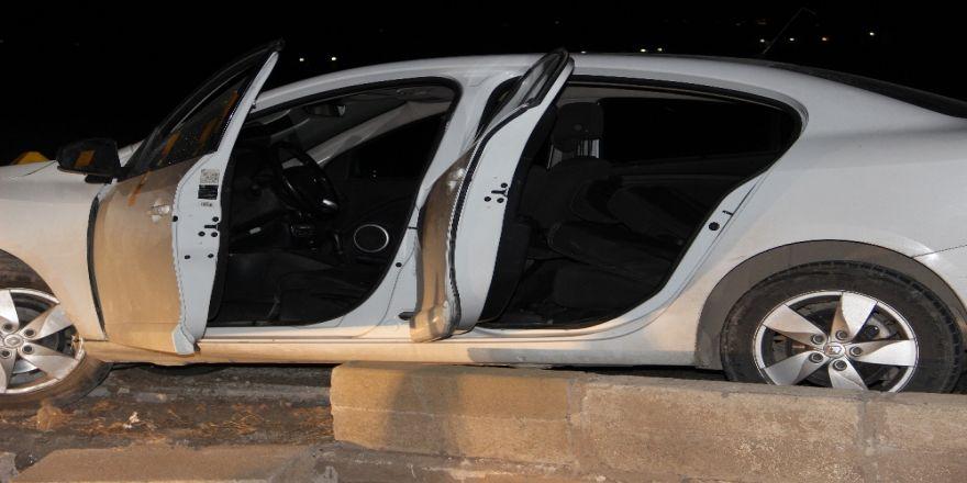 Otomobile Silahlı Saldırı: 2 Ölü