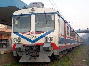 Banliyo trenlerine büyük zam!