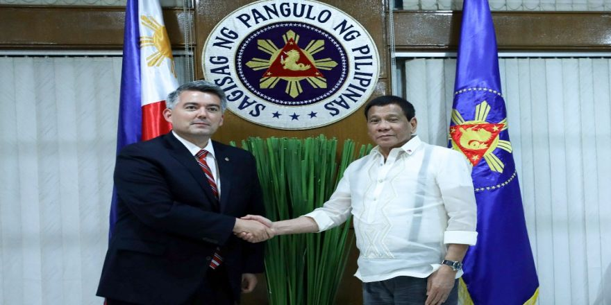 Filipinler Devlet Başkanı, Abd Senatörü İle Görüştü