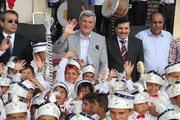 Roman vatandaşlara sünnet şöleni!