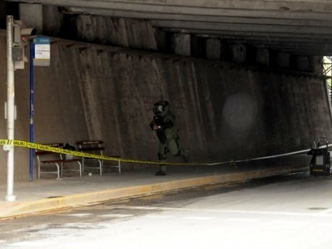 Köprü altında bomba alarmı!