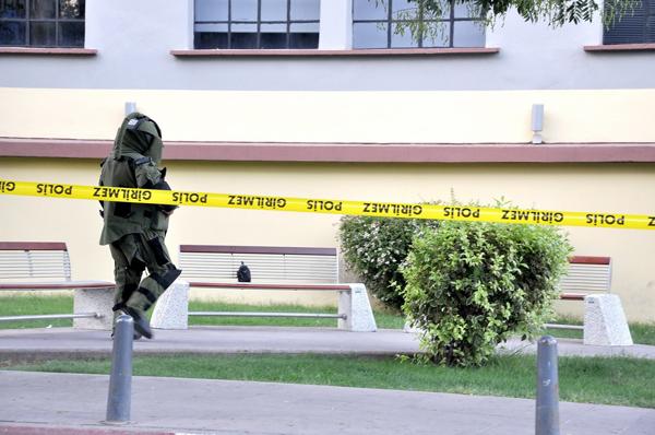 Kültür Merkezi önünde bomba paniği!