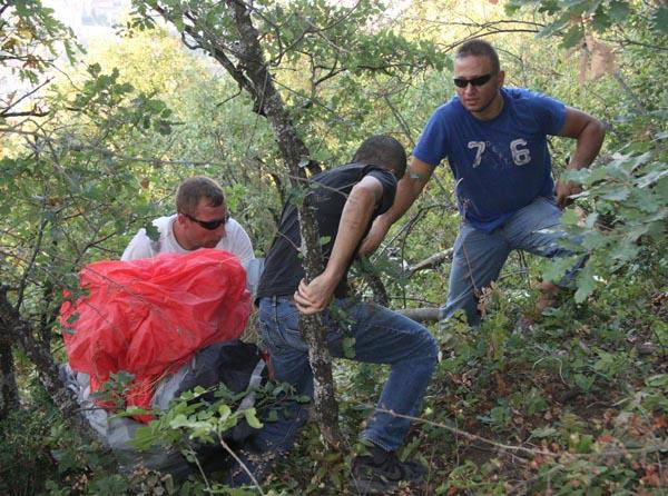Uludağ'dan atlayan paraşütçüler ölümden döndü!