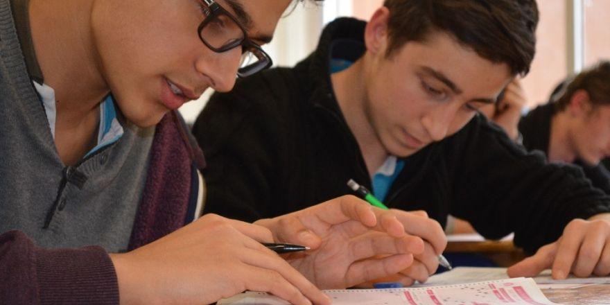 Öğrenciler, Sancaktepe Genç Gelecek'le Üniversiteye Hazırlanıyor