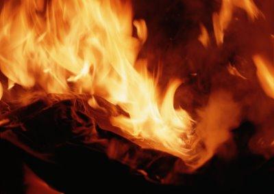 3 ev az daha yanıyordu!