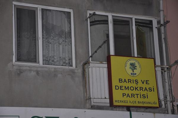BDP binasına taşlı saldırı!