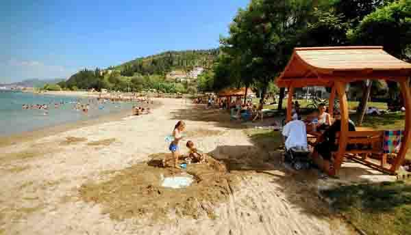 Büyükşehir sahilleri temizliyor!