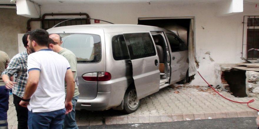 2 Çocuğun Öldüğü Kazada Minibüsü Kullanan 13 Yaşındaki Çocuk Tutuklandı