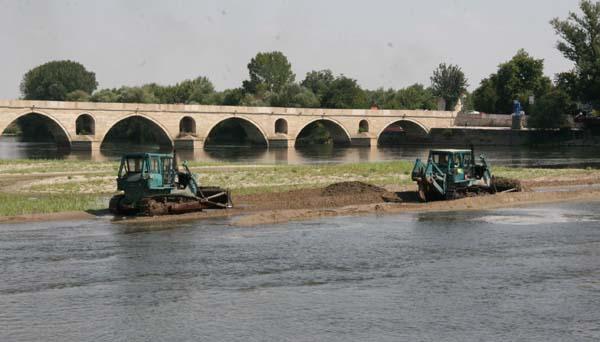 Kuraklık nedeniyle nehirler çekildi!