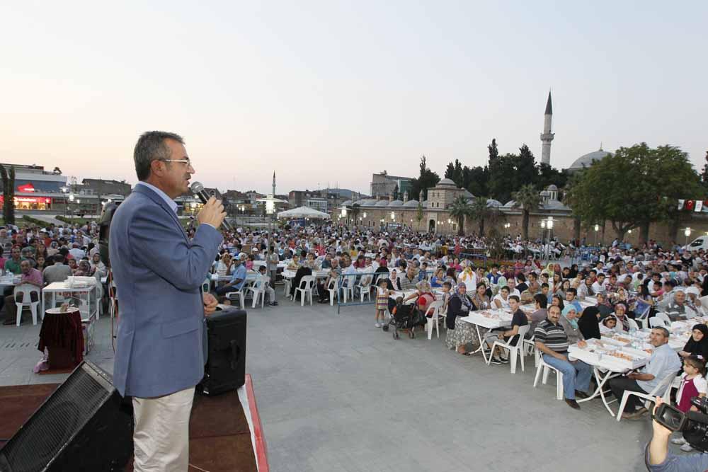 Meydan'da binleri buluşturan iftar!