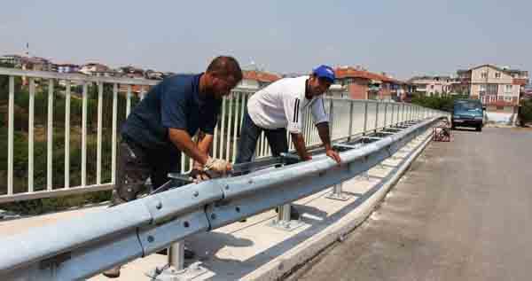 Demiryolu köprüsünde güvenlik çalışması!