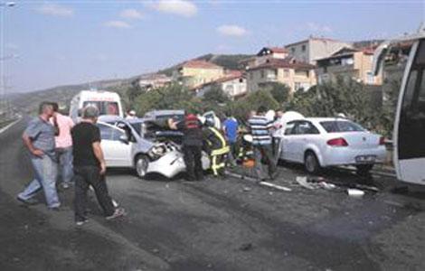 TEM'de zincirleme kaza: 6 yaralı!