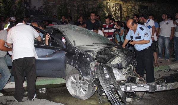 Otomobile sıkışan kadın son anda kurtarıldı!