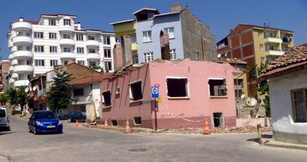 Trafik için ev yıktılar!