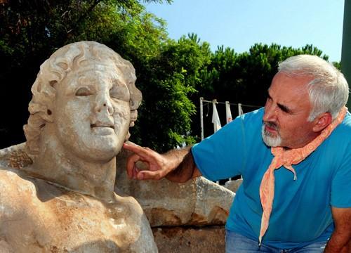 Antik kazıda 'Kentauros' heykeli bulundu!
