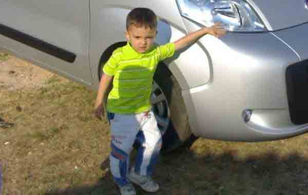 Kravat 7 yaşındaki çocuğu öldürdü!