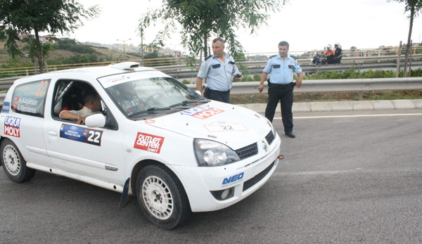 Polisten ralli pilotlarına ceza!
