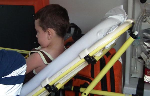 Otomobilin çarptığı çocuk yaralandı!