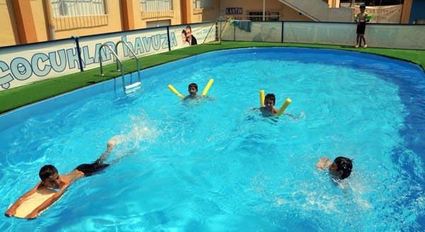 Ücretsiz havuzlar çocukları serinletiyor!