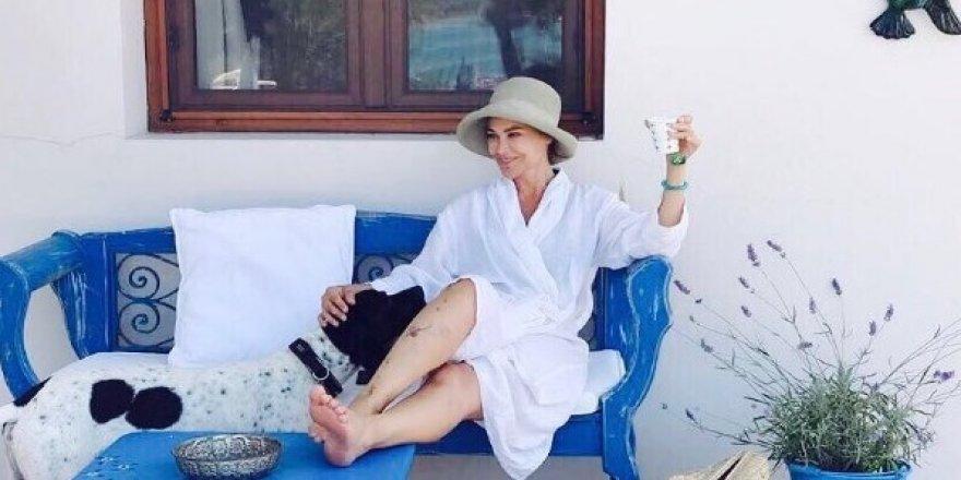 Hülya Avşar tek başına tatil yapıyor