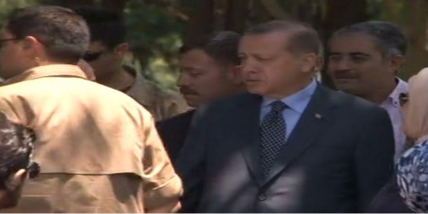 Erdoğan Anne Ve Babasının Kabirlerini Ziyaret Etti