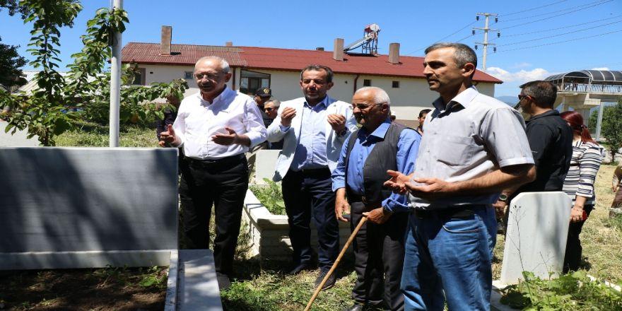 Kılıçdaroğlu, Bolu'da Bayram Ziyaretlerinde Bulundu