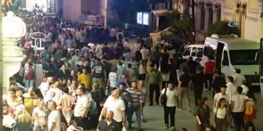 Taksim'de İnsan Seli