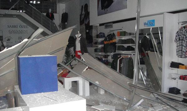 İşyerinin çatısı çöktü!