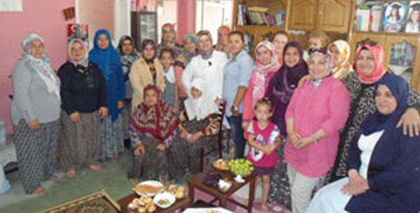 AKP'li kadınlardan köylere çıkarma