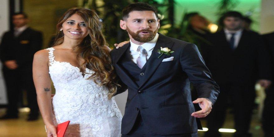 Arda'yı çağırmadı ! Yılın düğününe Türkiye'den giden tek isim var