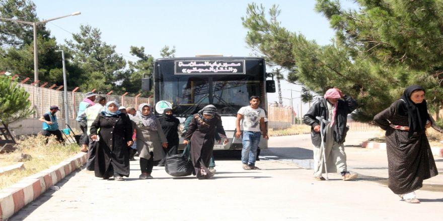 22 Bin Suriyeli Türkiye'ye Döndü