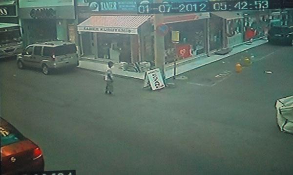 Gazete hırsızı kameralara takıldı!