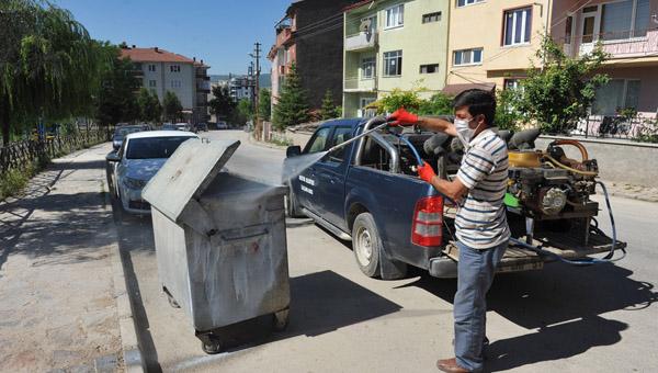 Bozüyük'te çöp konteynerları ilaçlandı!