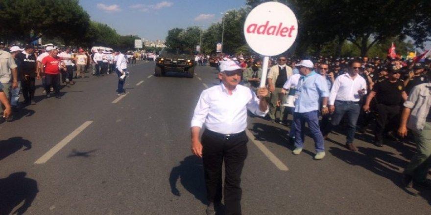 Kılıçdaroğlu, miting alanına doğru yola çıktı